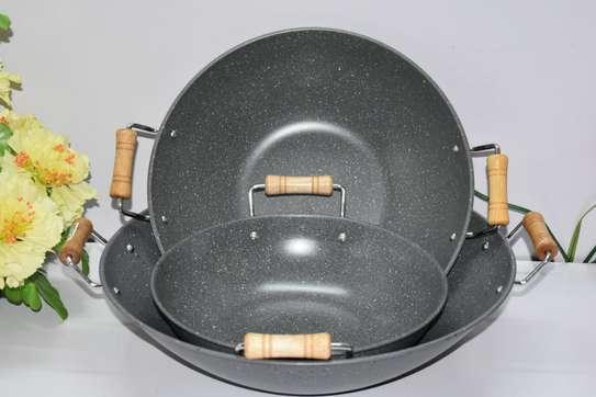 Granite Deep Pan with Wooden Handles- 25cm image 2