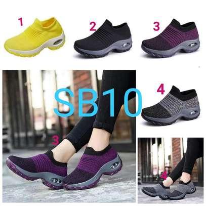 Women Flyknit shoes image 2