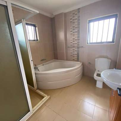 Smart and clean 3 bedroom apartment all ensuite image 8