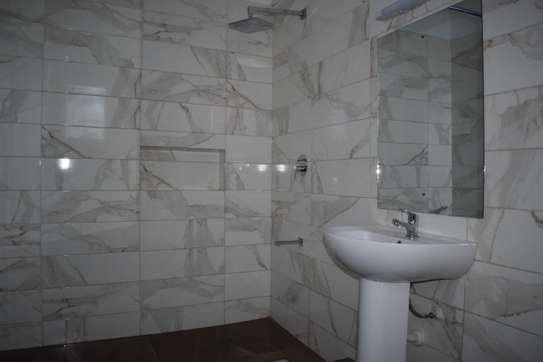 3 bedroom apartment for rent in Kilimani image 5