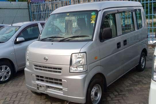Nissan 100 image 6