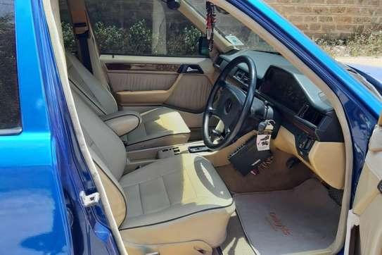 Mercedes-Benz 260 E image 13