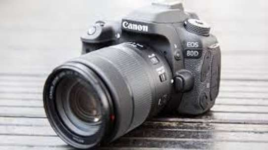 Canon EOS 80D 18-135mm Lens + 64 gb card image 2