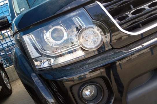 Land Rover Discovery 4 image 10