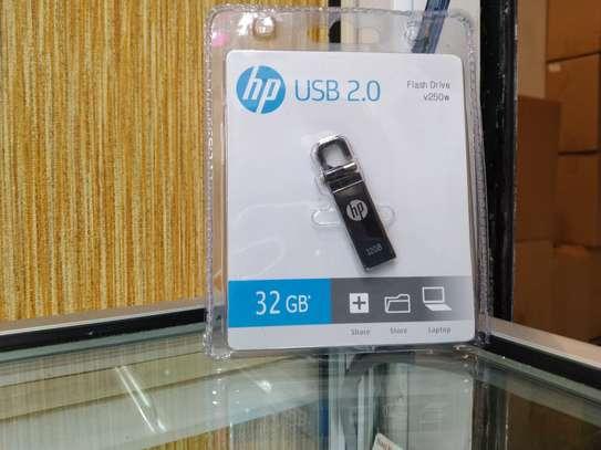 Hp 32GB USB 2.0 Flash Drive v250w image 1