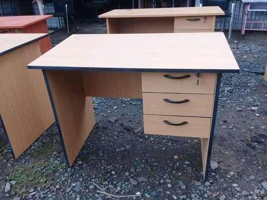 Office desks image 3