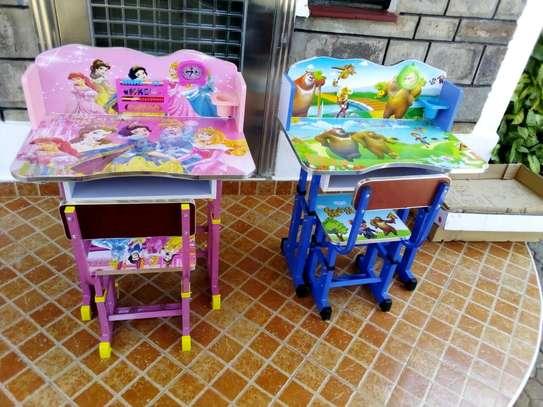 Kids desk image 1