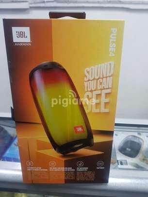 Jbl pulse 4 portable speaker image 1