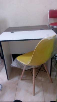 0.9 m office desk+ chair image 1