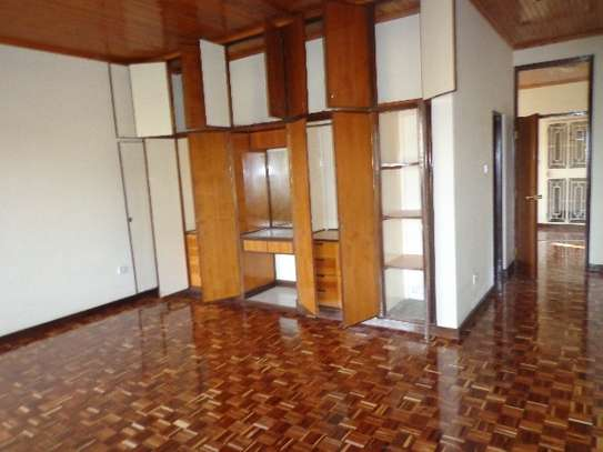 6 bedroom house for rent in Nyari image 20