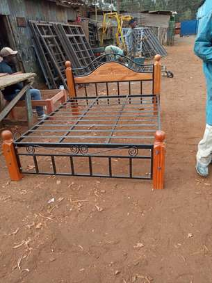 6 By 6 Wood And Metal Bed