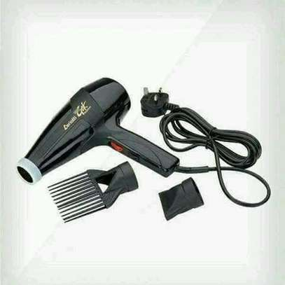 Blow drier with a comb