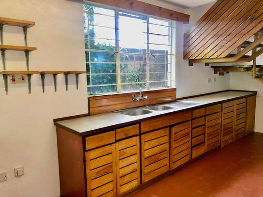 2 bedroom house for rent in Lavington image 9
