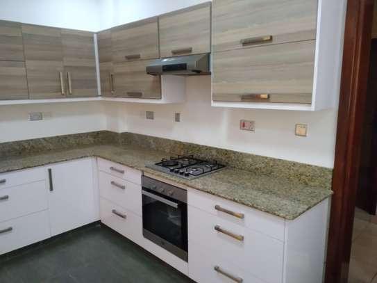 2 bedroom apartment for rent in Rhapta Road image 5