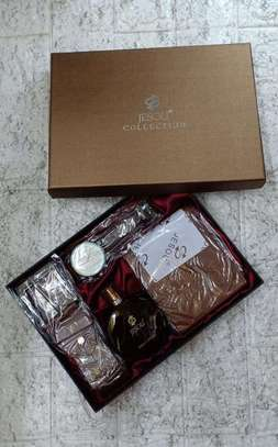 Men's gift sets with perfume.