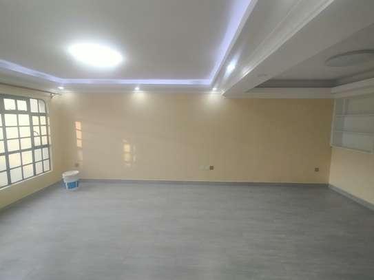 newly refurbished 4  bedroom maisonette plus sq image 4