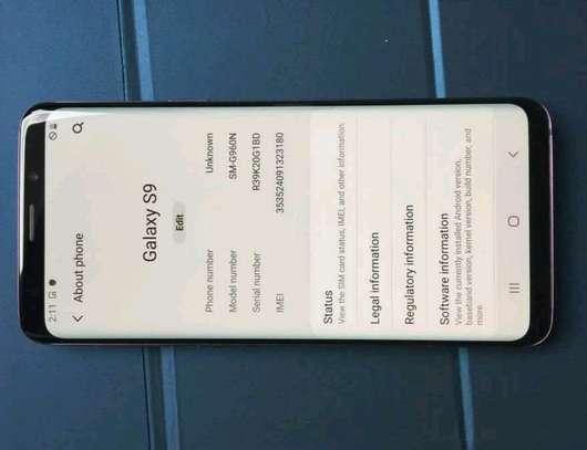 Samsung Galaxy S9 256 Gigabytes Gear Vr image 3