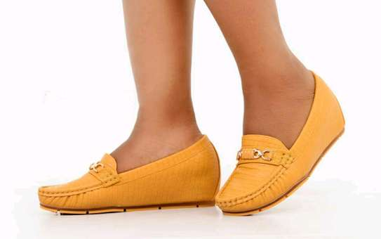 Trendy Flat shoes image 3