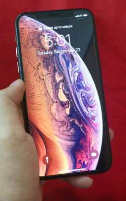 Apple Iphone xs [ 512 Gigabytes ] With Charging Pad image 3
