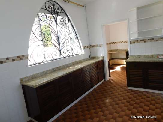 6 bedroom house for rent in Nyali Area image 7