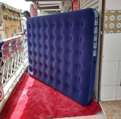 INFLATABLE MATTRESS image 1