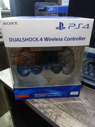 PS4 wireless controller image 1