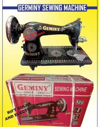 Germiny Sewing Machine image 1