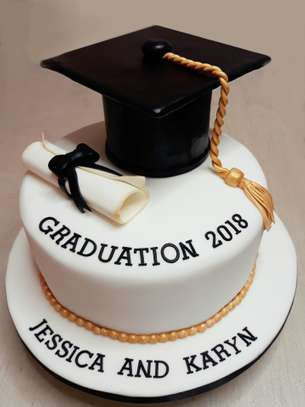 cakes for graduations image 2