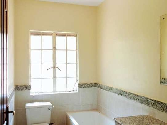 5 bedroom house for rent in Rosslyn image 12