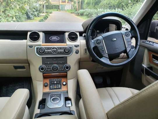 Land Rover Discovery IV image 11
