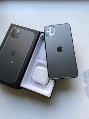 Apple Iphone 11 Pro Max  : Green 512Gb & Iwatch Series 3 ( gps and cellular version ) image 5