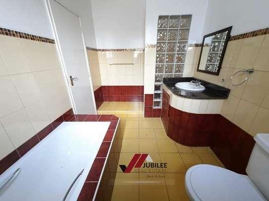 4 bedroom house for rent in Runda image 13