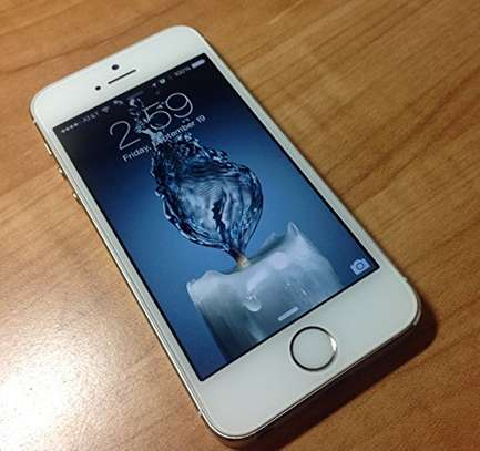 Apple iPhone 5s 32gb ON OFFER image 1