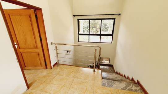 5 bedroom house for rent in Lavington image 3