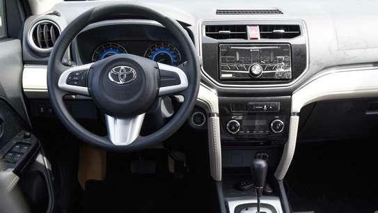 Toyota Rush image 6