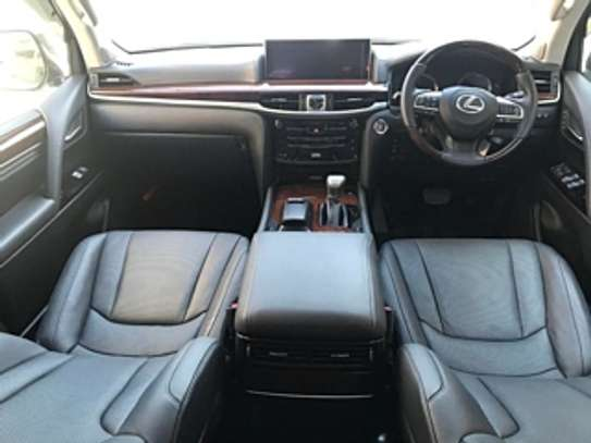 Lexus Lx570 2018 White 2000Km image 8