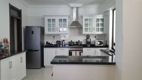 Furnished 3 bedroom apartment for rent in General Mathenge image 4