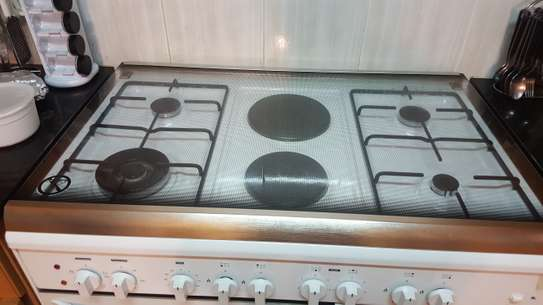Oven big size with 4gas 2electric burners image 2