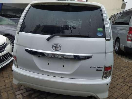 Toyota ISIS image 2