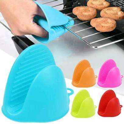Silicone oven gloves image 1