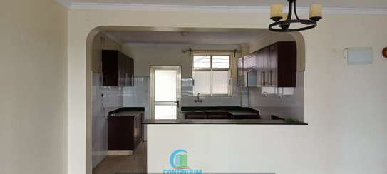 To let 3 bedroom house All ensuite image 4