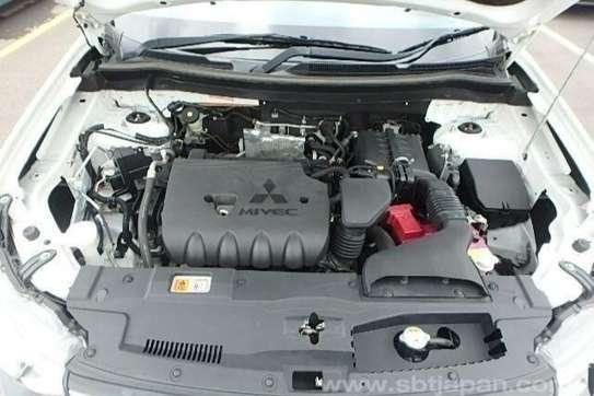 Mitsubishi Outlander 2.4 image 8