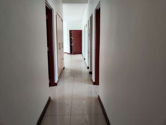 3 bedroom apartment for rent in Rhapta Road image 3