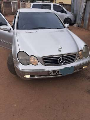 Mercedes Benz C200 image 6