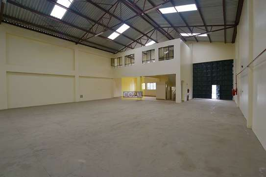 6000 ft² warehouse for rent in Industrial Area image 7