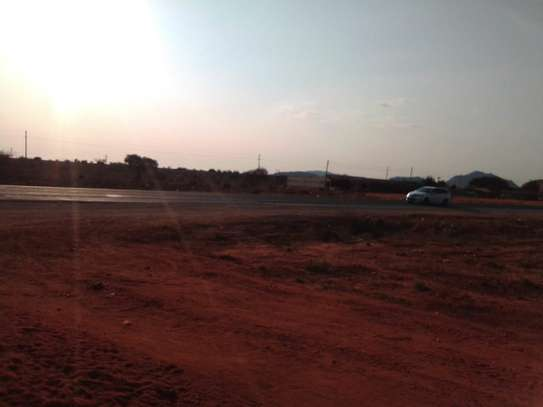 1 acre prime land located in voi Canaan area along Mombasa road image 1