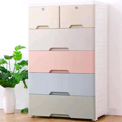 Chest of drawers. image 1