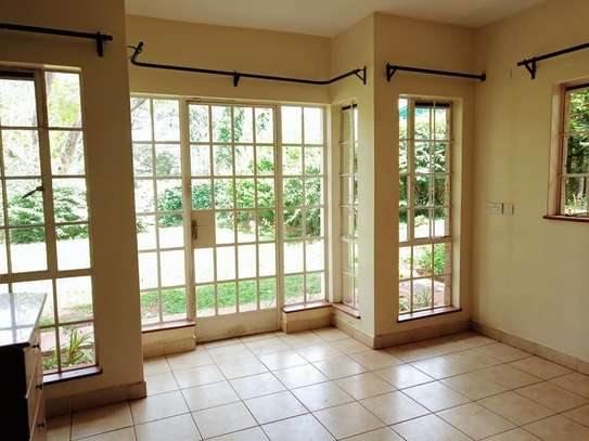 5 bedroom house for rent in Rosslyn image 10