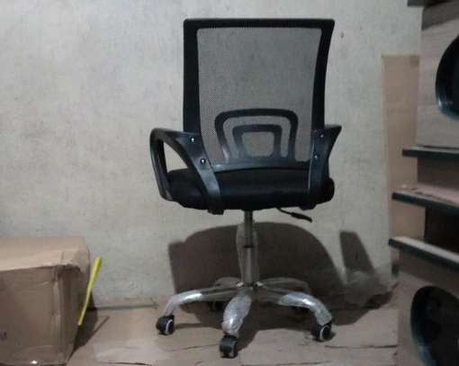Swivel chair with arms image 1