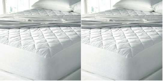 water proof plain white mattress protector 6 by 6 image 1